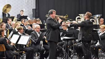 Dirigent Carlo Balmelli griff am Jahreskonzert der Musikgesellschaft Konkordia Egerkingen gar zur Posaune.
