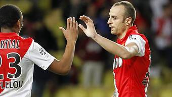 Dimitar Berbatov (rechts) schoss Monaco zum Auswärtssieg