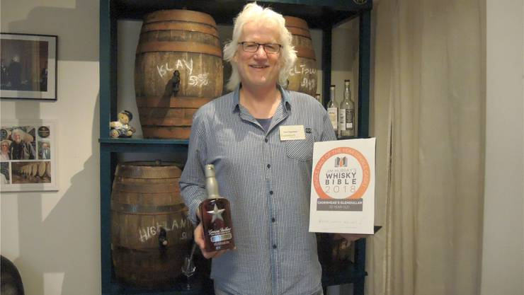 Whisky-Importeur Peter Siegenthaler aus Baden mit dem Siegerdiplom.