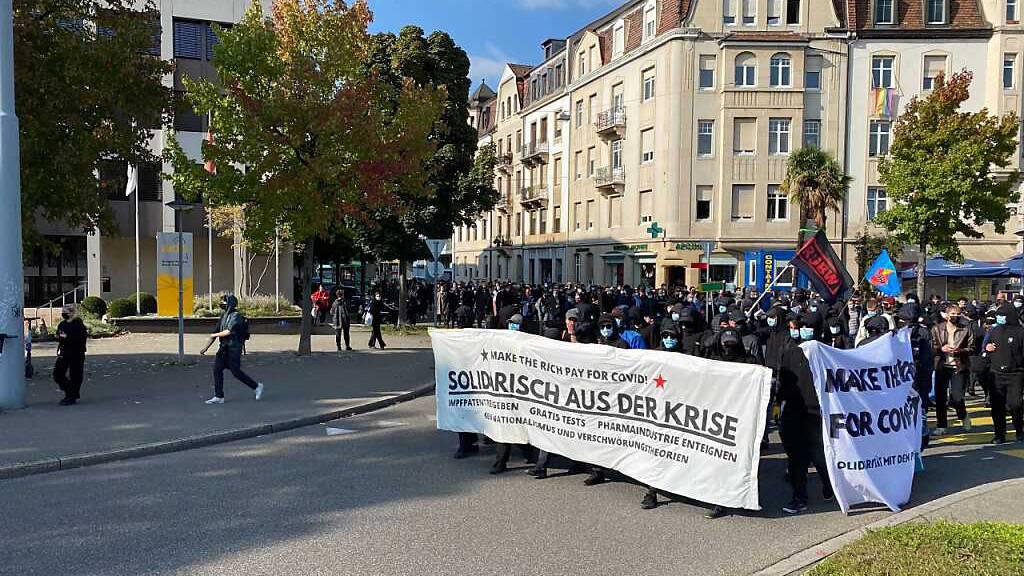 Gegen 3000 Teilnehmende an Demo gegen Corona-Massnahmen in Basel