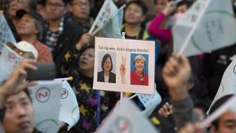 DPP-Anhänger feiern den Wahlsieg und vergleichen Tsai Ing-wen mit Angela Merkel