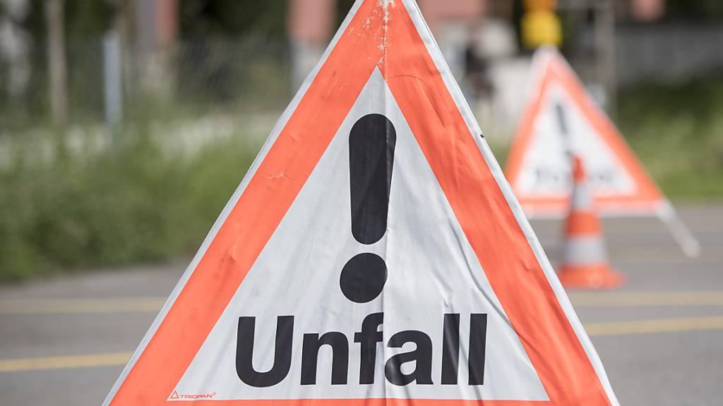 Wegen eines medizinischen Problems verstarb ein Autofahrer nach einem Unfall in Schaffhausen. (Symbolbild)