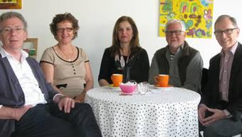 Dass Team des Oltner Café Philo mit zwei der Moderatoren: (v.l) Karl Kirschbaum, Verena Zimmermann, Anna Secreti Zbinden, Markus Meyer und Theo Tschopp.