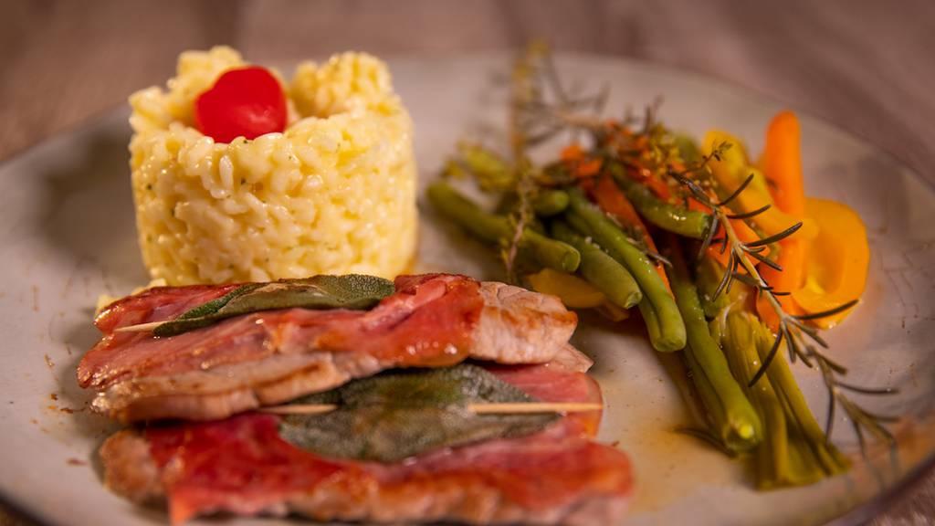 Saltimbocca alla romana mit Risotto und Gemüse von Karin
