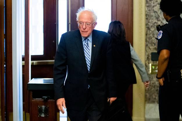 Trump findet nicht nur Bernie Sanders Frisur verrückt, sondern auch seine dezidiert linken Ideen. Er bezeichnet den Senator deshalb als Crazy Bernie .