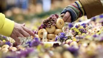 Der Berner Zibelemärit 2020 ist abgesagt – Marktfahrer können aber hoffen, ihre Zwiebelkränze an den Wochenmärkten verkaufen zu dürfen.
