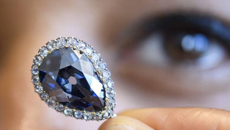 """""""The Farnese Blue"""" - dieser Diamant von 6,16 Karat und weitere Edelsteine kommen am Dienstag bei Sotheby's in Genf unter den Hammer."""