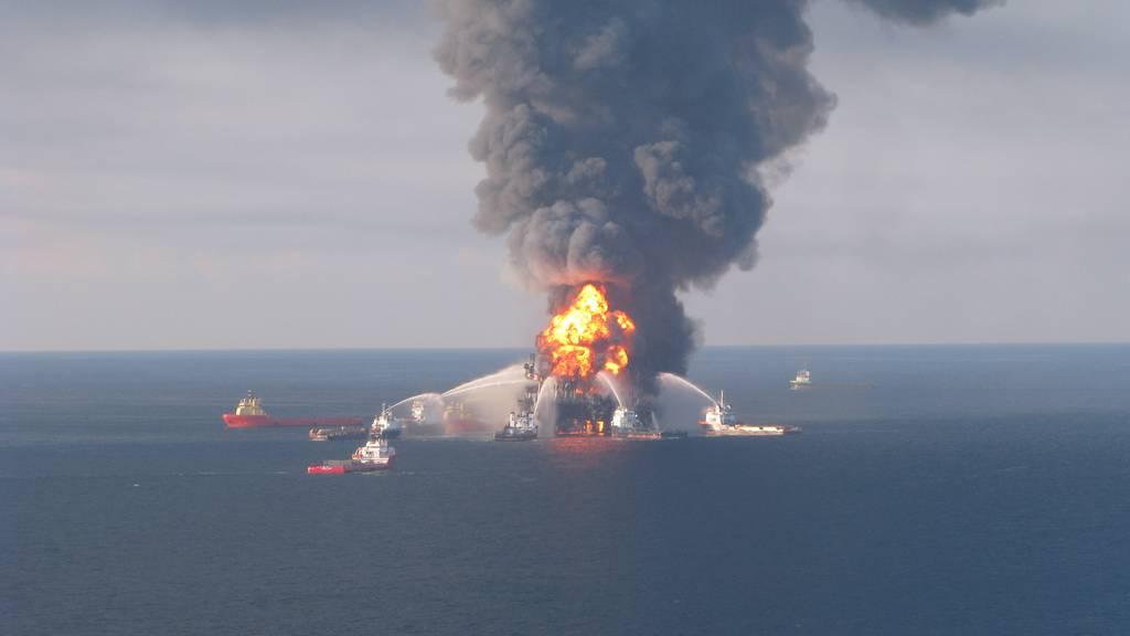Explosion auf Ölplattform vor US-Küste