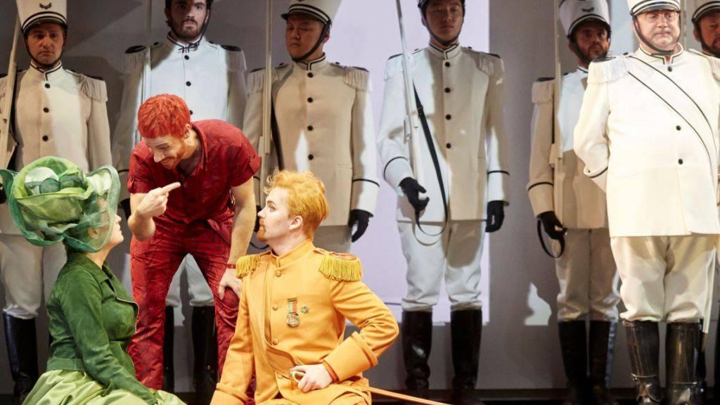 Rossinis «Barbiere di Siviglia» ist kunterbunt und rabenschwarz