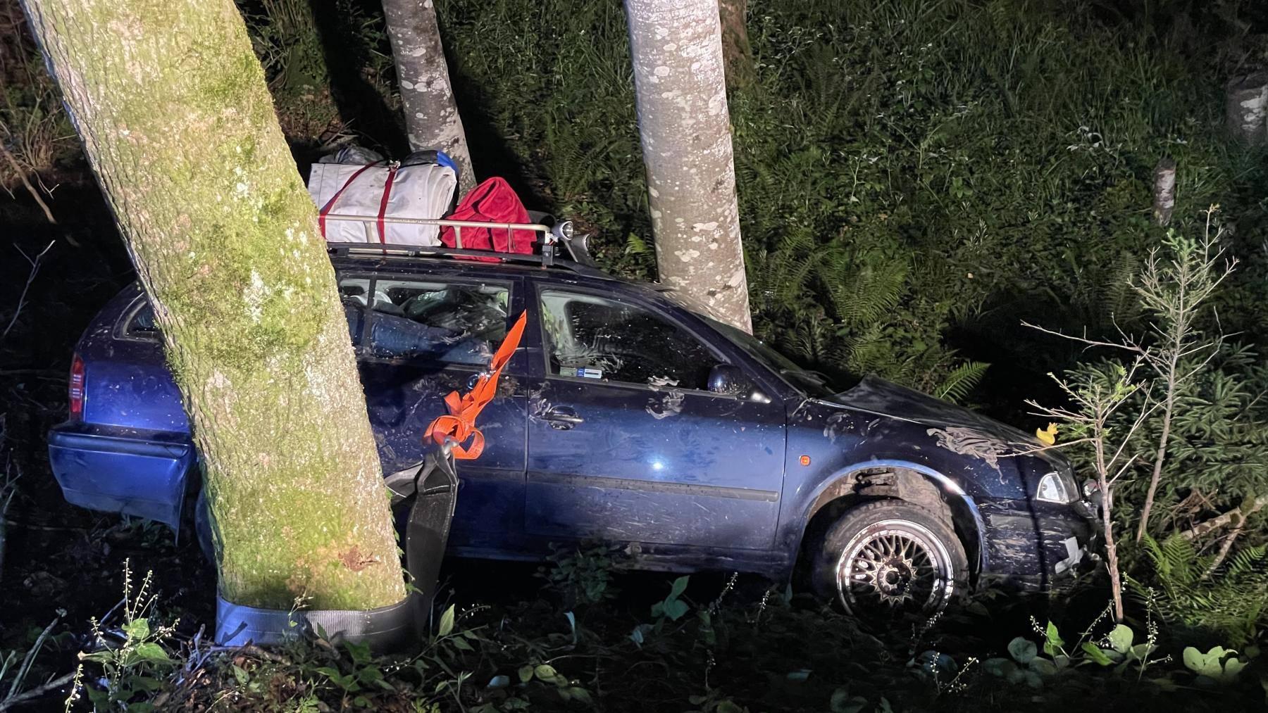 Ohne Führerausweis und in nicht fahrfähigem Zustand hat eine Tschechin in Muotathal einen Unfall gebaut.