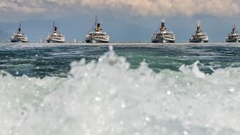 """Choreografie zu Wasser: Die Dampfschiffe der Flotte """"Belle Epoque"""" am Sonntag auf dem Genfersee."""