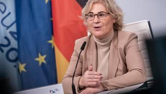 Christine Lambrecht (SPD), Bundesministerin der Justiz und für Verbraucherschutz, nimmt an der Videokonferenz der EU-Justizminister im Rahmen der deutschen EU-Ratspräsidentschaft teil. Foto: Michael Kappeler/dpa