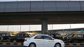 Ein Fahrzeug des Taxi-App-Dienstes Uber (Archiv)