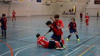 Derbyzeit am Bellini-Cup: Selbst die E-Junioren von Dietikon und Birmensdorf schenken sich nichts.