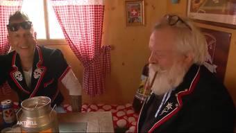 3 Bergdietiker reisen nicht mit einem Zelt oder Wohnwagen an das ESAF, sondern bringen gleich ein ganzes Chalet mit. Mit diesem fahren die Schwingfest-Fans nun vier Tage lang mit Zwischenhalt am Handorgelfest in Willisau bis nach Zug.