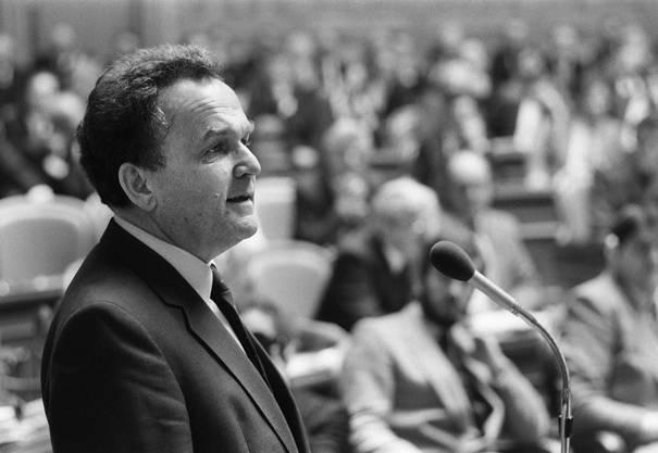 SP-Bundesrat Otto Stich erklärt 1983 die Annahme der Wahl gegen den Widertsand seiner Partei.