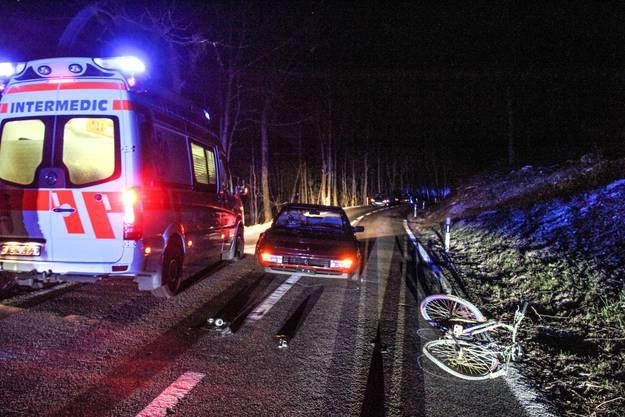 Die Polizei vermutet, dass der Velofaher ohne Licht unterwegs war.