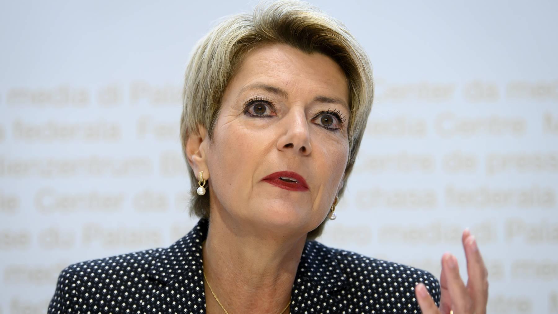 Bundesrätin Karin Keller-Sutter erläutert die Position des Bundesrates zur Konzernverantwortungsinitiative.