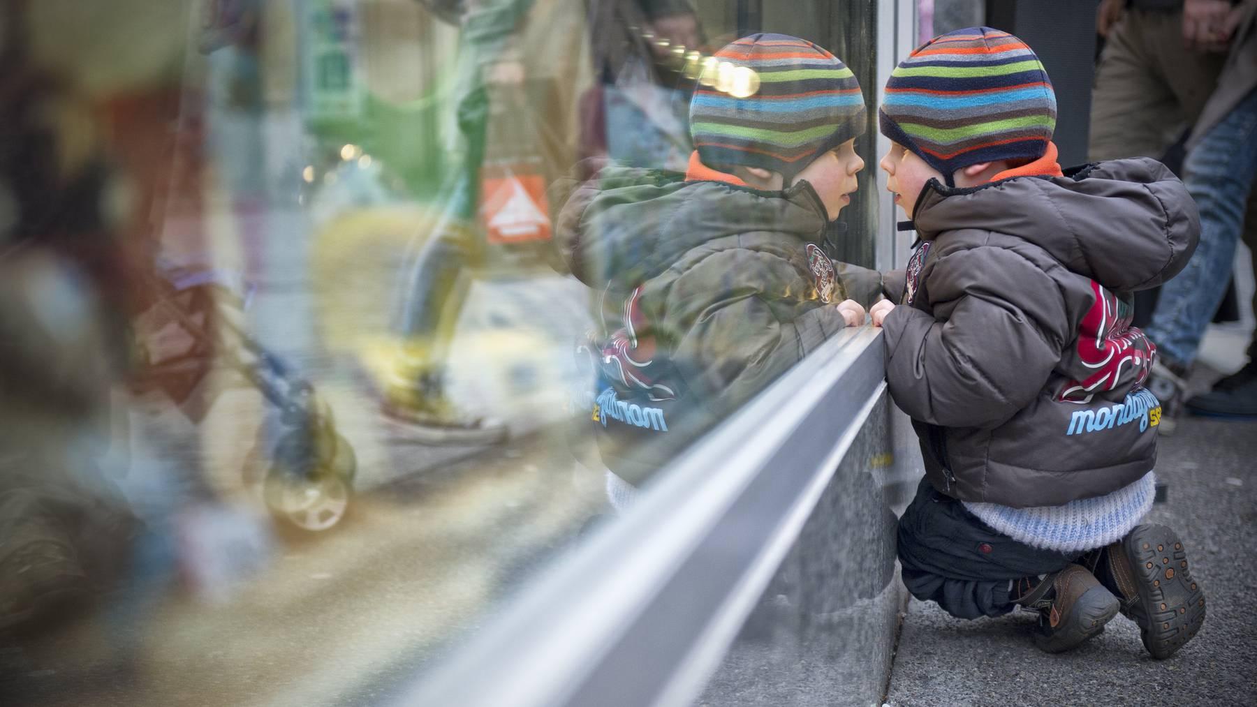 Wer am 1. November in St.Gallen einkaufen will, kommt nicht weiter als vor's Schaufenster. (Archiv)