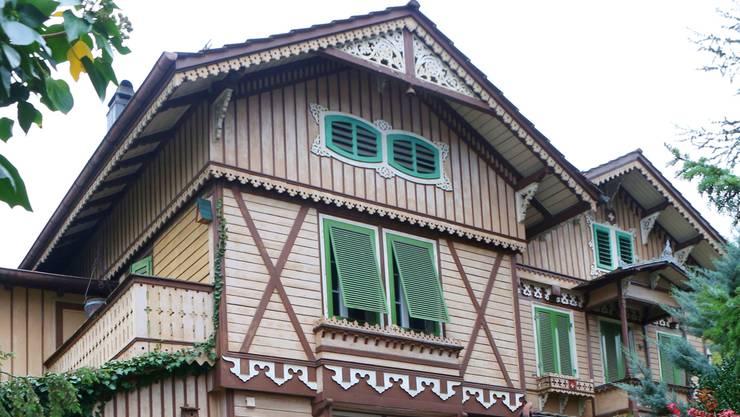 Das Gebäude Zuchwilerstrasse 40/40a/42 mit Nebengebäuden und einer Gesamtfläche von 1456 Quadratmetern ist ein Paradebeispiel des «Laubsägelistils».