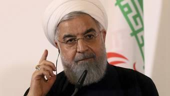Der iranische Präsident Hassan Ruhani fordert sein Volk zum Zusammenstehen auf. (Archiv)