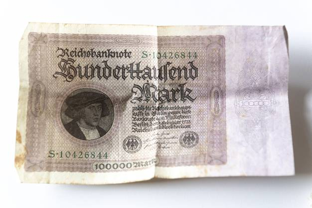 Eine Reichsmarknote im Wert von 100'000 RM.