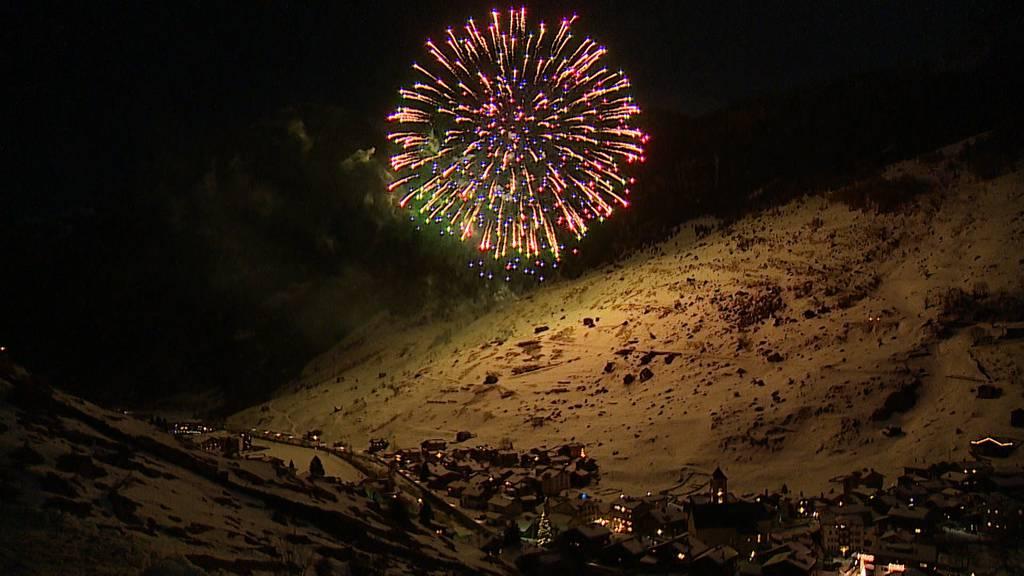 Feuerwerk: So schön startet Vals (GR) ins neue Jahr