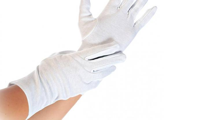 Weisse Handschuhe verhindern bleibende Schäden.