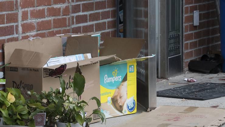 Zum Angriff kam es in einem Haus im New Yorker Stadtteil Queens. Dieses soll als illegales Geburtshaus gedient haben.