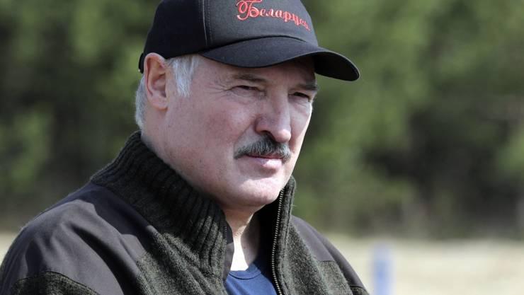 Alexander Lukaschenko , langjähriger Präsident von Weissrussland, hat die Regierung aufgelöst. Er hat damit den Weg für die Neuwahlen am 9. August geebnet. (Archivbild)