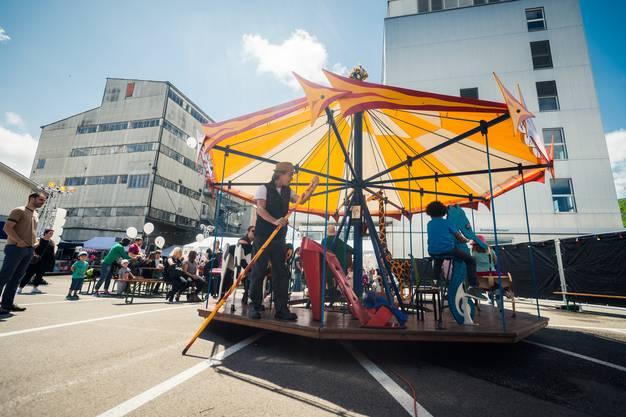 Das Karussell ist die Hauptattraktion beim KiFF-Fest.