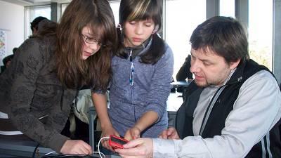 Fünftklässer werden mit iPhone vertraut gemacht
