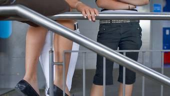 Störungen des Sozialverhaltens zeigen sich bei jungen Frauen auch im Gehirn: Für die Emotionskontrolle wichtige Schaltkreise scheinen bei ihnen weniger aktiv zu sein. (Symbolbild)