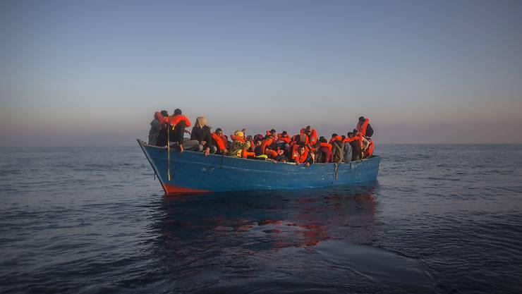 Mit Asylzentren in Nordafrika liesse sich aus Sicht des Bundesrates nicht verhindern, dass Menschen die Fahrt über das Mittelmeer riskieren. Offen sei auch, welches Land bereit wäre, solche Zentren einzurichten, schreibt der Bundesrat in einem Bericht. (Archivbild)