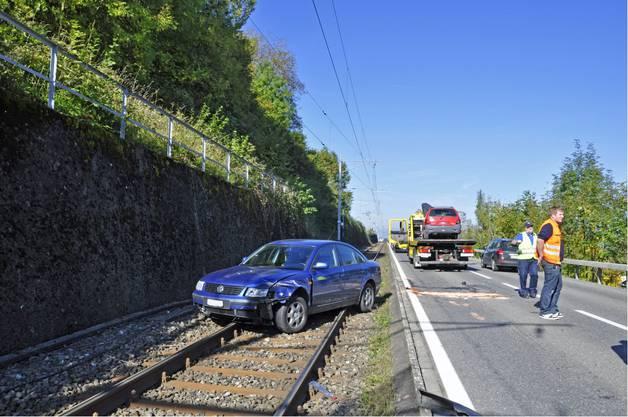 In Birrwil geriet ein Auto auf die Bahngeleise