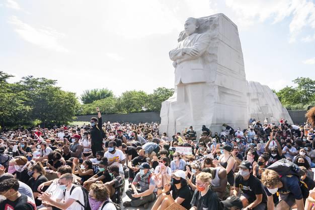 Friedliche Proteste rund um das Denkmahl von Martin Luther King in Washington D.C.
