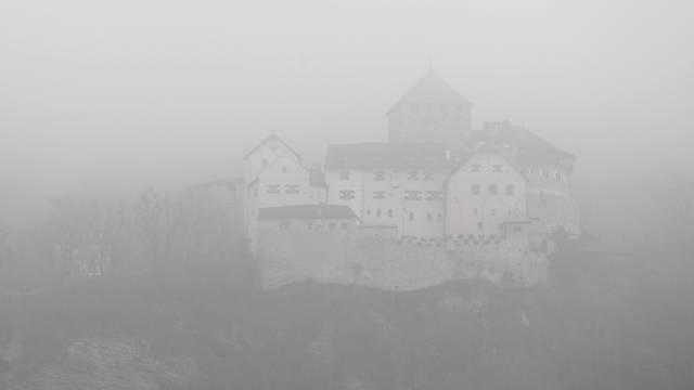 Nebel über dem Schloss Vaduz (Archiv)