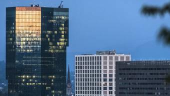 Mit 126 Meter Höhe und 36 Stockwerken vor dem Bau des Roche-Turms in Basel das höchste bewohnbare Gebäude der Schweiz: der Prime Tower in Zürich.