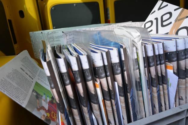 Fein säuberlich eingeräumt werden die Kistchen am Morgen vor der Tour, damit auch alles im richtigen Briefkasten landet.