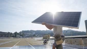 Der Kanton will mehr Solaranlagen bauen. (Archiv)