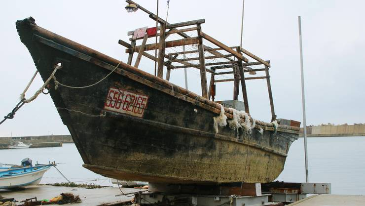 Die Beschriftungen der Boote führt die Suche nach Nordkorea.