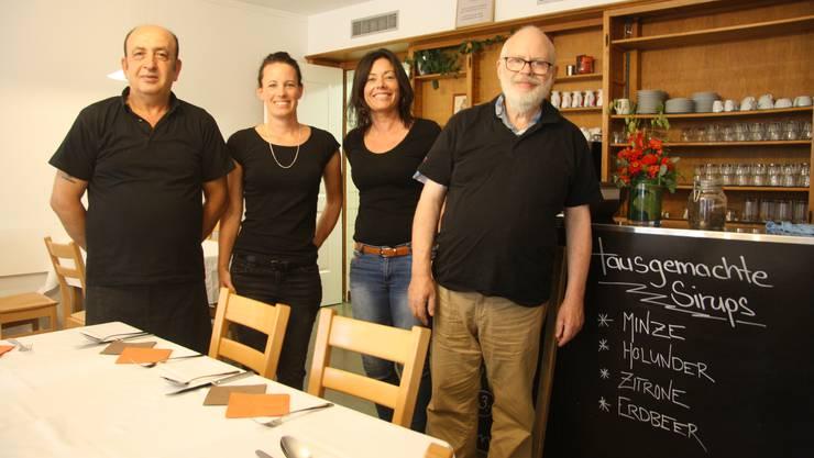 Sie freuen sich über Gäste (v. l.): Engin Karabulut, die Fachpersonen Stefanie Haas und Yvonne Fiechter, sowie Daniel Häberli.