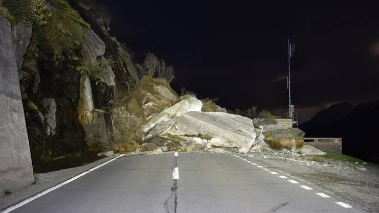 Wegen Steinschlag waren im Wallis zwei Strassen nicht passierbar (Symbolbild).