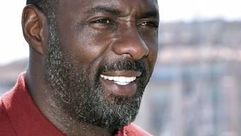 Der britische Schauspieler Idris Elba dementiert das Gerücht: Seine Fans wollen aber weiterhin daran glauben, dass er der erste schwarze James Bond wird. (Archivbild)