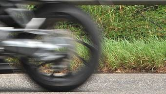 173 Kilometer pro Stunde  und 147 km/h: So schnell fuhren zwei Motorradfahrer im Mai dieses Jahres zwischen Schneisingen und Ehrendingen. (Symbolbild)