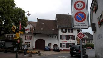 Pratteln machte den Dorfkern schon früh zu einer 30er-Zone. Eine Initiative will jetzt Tempo 30 im ganzen Dorf einführen. Martin Töngi