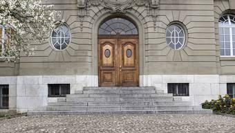 """Die Beschwerdekammer des bernischen Obergerichts hat die Massnahme des """"Schlägers von Schüpfen"""" bis Juni 2019 verlängert. Dann soll der heute 29-jährige freikommen."""