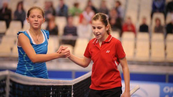 Jelena Ostapenko und Belinda Bencic spielten schon bei den Junioren gegeneinander.