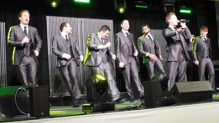«The International Magic Tenors» unterhielten das Publikum in der Laufenburger Stadthalle mit Gesang und Tanz. ari