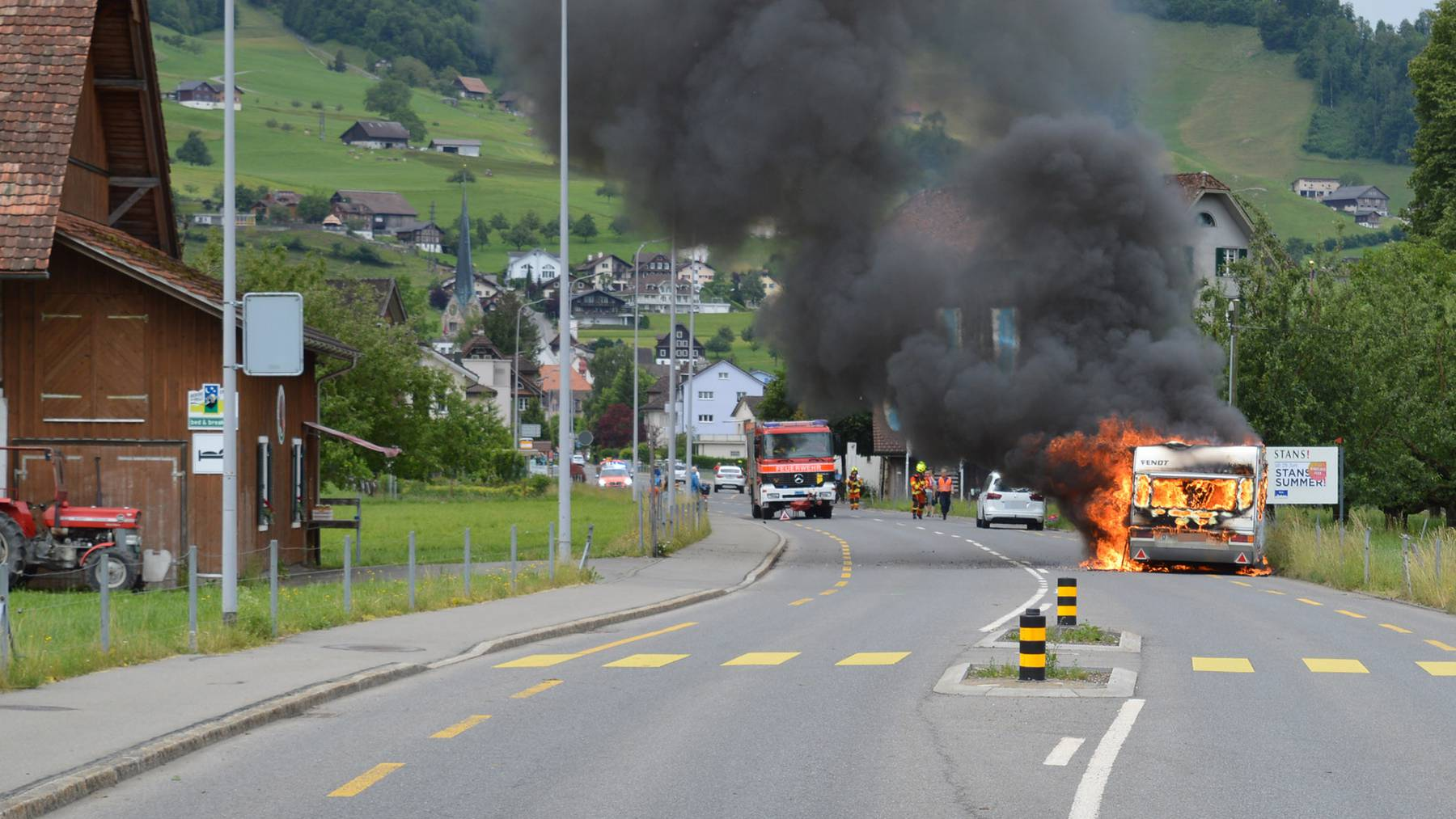 Wohnwagen brennt in Stans komplett aus